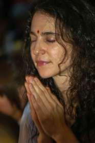 Devotee at the Ganga Aarti at the Parmath Ashram in Rishikesh